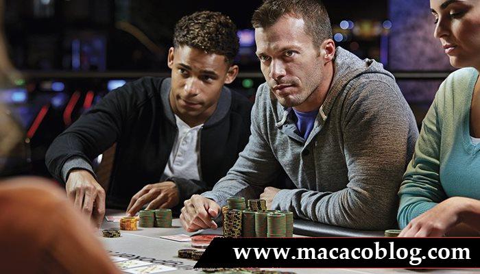Mencari Kursi Keberuntungan Pada Permainan Poker Online